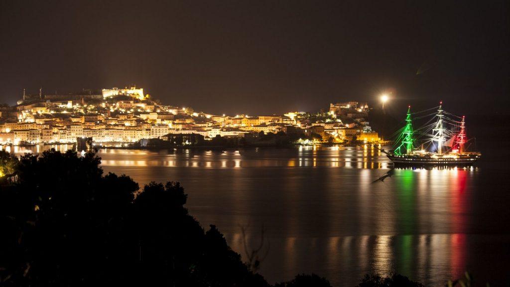 Schulschiff Amerigo Vespucci unterwegs in Sizilien