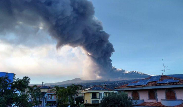 Luftraum über Catania seit 18 Uhr für den Flugverkehr wegen Ausbruch des Ätna gesperrt