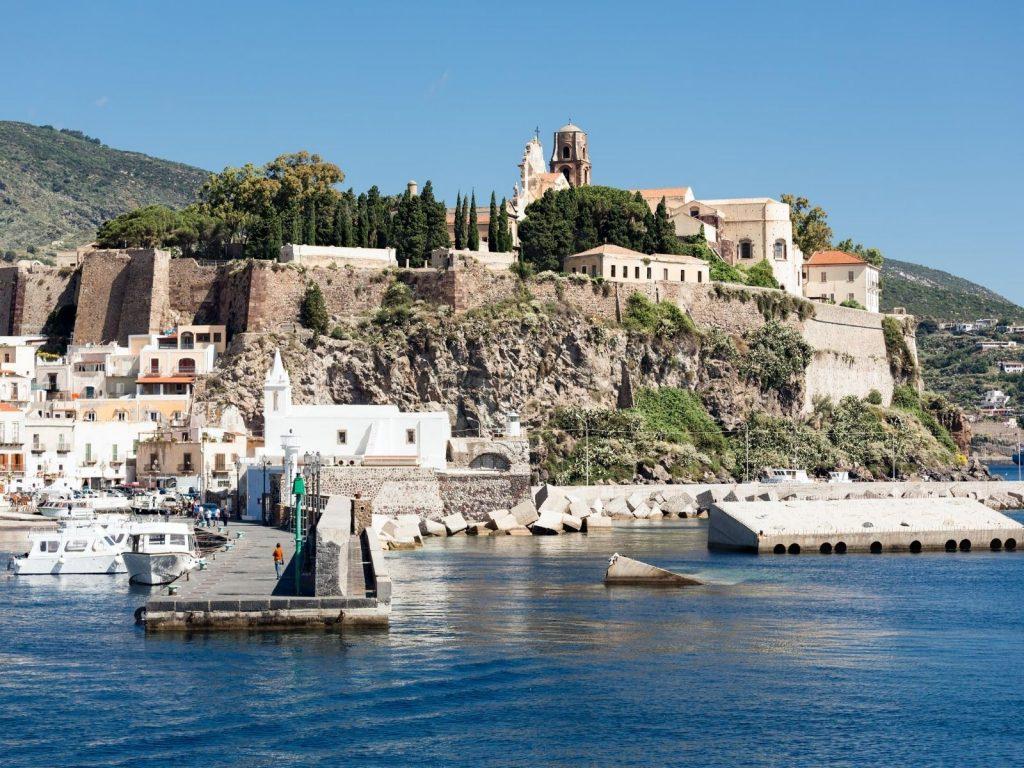 Fähre von Neapel zu den Liparischen Inseln nimmt Betrieb wieder auf
