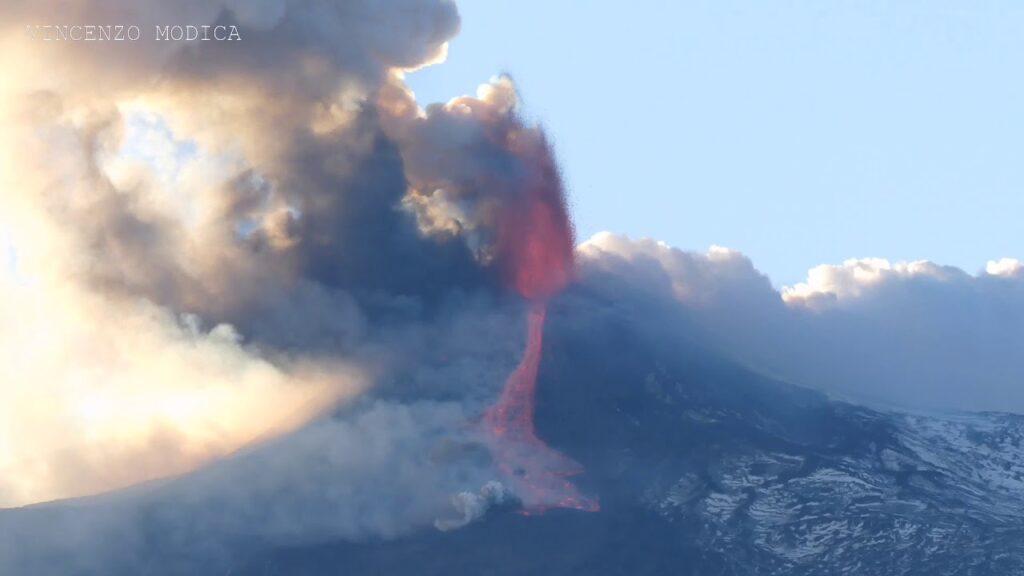 Vulkan Ätna spektakulär ausgebrochen - Flughafen Catania Fontanarossa wurde geschlossen